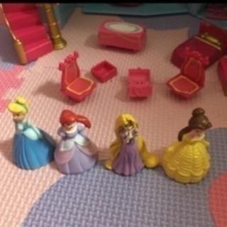 ディズニープリンセスのお城 家具人形つき
