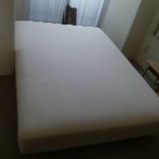 ダブルベッド 足つき とてもきれいなベッドです。
