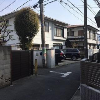 貸駐車場  25,000円  普通車で大型は無理です。  残り1台のみ
