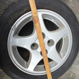 日産ホイルタイヤが古いのでたぶんもうだめ 175/60R14サイズ