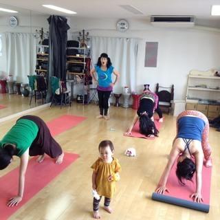 【親子クラス】子連れママのためのベリーダンスクラス☆英語のレッスン♪