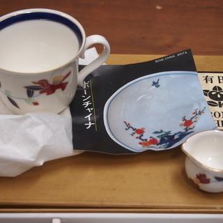 新品 未使用 箱入り 有田焼 曲水窯 コーヒーカップ&ソーサー ペア2個 ミルクポット付き - 生活雑貨