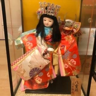 ケース入りのお人形