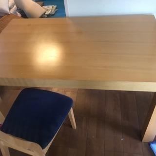 ダイニングテーブル、椅子