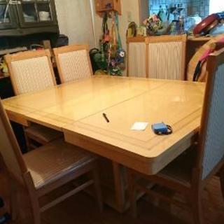伸び縮み式ダイニングテーブル
