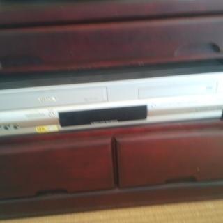 東芝のDVDプレーヤー一体型VHSデッキ。