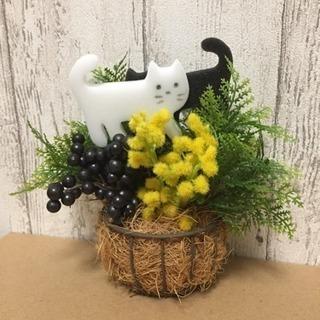 白猫さんと黒猫さんのフラワーハンギングバスケット