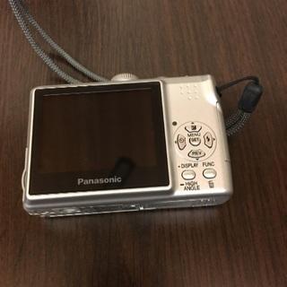 乾電池タイプのデジタルカメラ