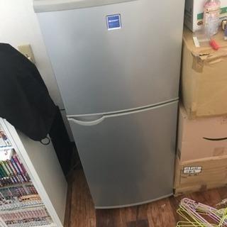 140Lの冷蔵庫。しっかり使えます