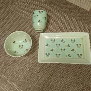 未使用、箱付き、非売品のミッキーマウスの食器になります