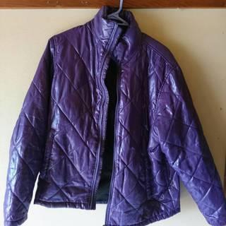 紫色のジャンパー