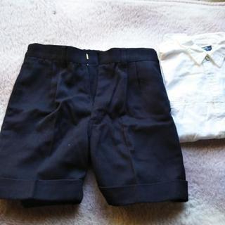 120サイズ   白シャツ、黒半ズボン2点セット