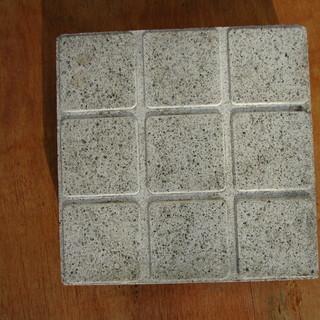 コンクリート製カラー平板;角タイル調 ホワイト色 30*30*厚...