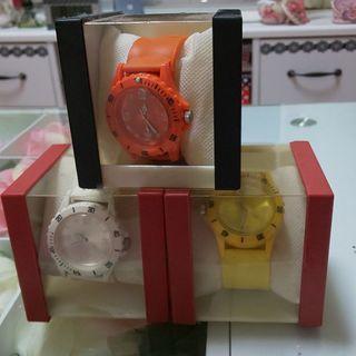 時計/3つセット/白黄橙/アミューズメント商品/パッチンブレス式