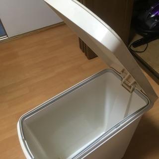 ゴミ箱 〜 足踏み式〜