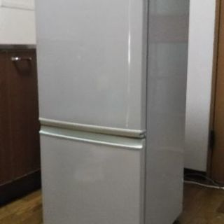 冷蔵庫2008年製シャープ137l 差し上げます