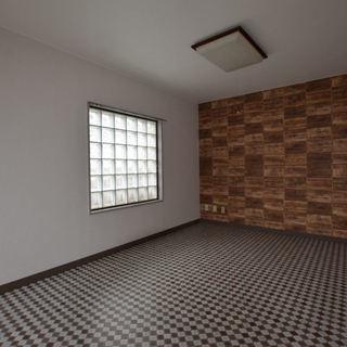 デザインクロスを採用したお洒落なお部屋です。即入居可能です。