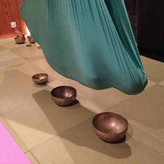 空中でシンギングボウルの音に包まれる「繭のひとやすみ」タタミスタジオ蕨 - 美容健康