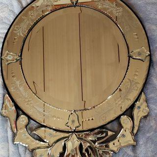 壁掛け鏡(サイズ縦70㎝、横45㎝)
