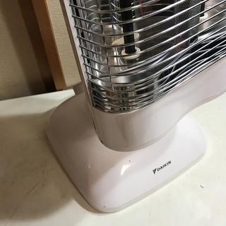 【美品】 遠赤外線暖房機 ダイキン 管理番号⑧ (送料無料) - 家電