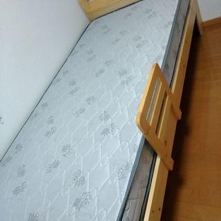 組み立て式シングルベッドとマットレス