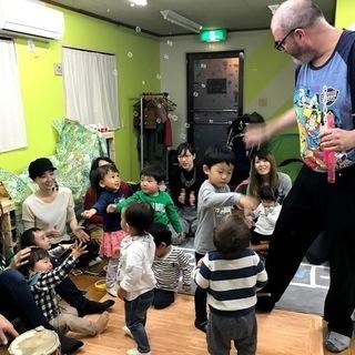 [英語リトミック] 外国人の音楽プロデューサーによる本格リトミック 大阪 - 大阪市
