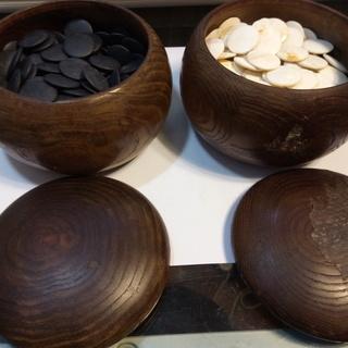 碁石と碁笥のセット 白黒 売ります