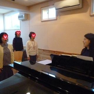 """【グループ・ボイトレ""""マネトレ""""】のびのびと声を出すことから始めましょう!先生のマネをして声を出すだけ♪心地よい声は毎日の元気の源♪ はきはきとハリのある声がお腹から出せて、歌うコツもつかめる!発声の基礎を学んでご自身のナットクの声を出しましょう♪ - 音楽"""