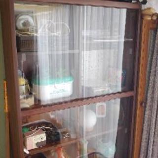 ガラス戸棚高さ181㎝横幅88㎝奥行き30㎝  0円