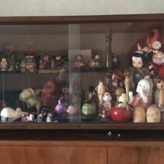 人形ケースとコケシたち