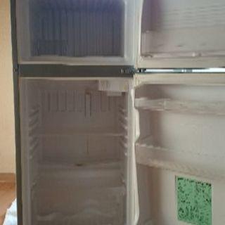 冷蔵庫さしあげます。