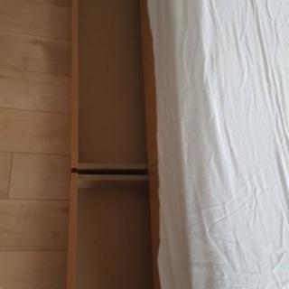 収納付きダブルベッドとニトリのマットレス付きベットです