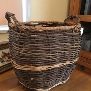 ぶどうのツタで編んだ籠
