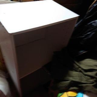 2段カラーボックス白と黒です