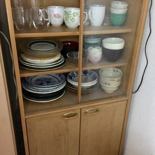 無料✨食器棚※ガラス扉片側のみ お皿や丼もお譲り出来ます