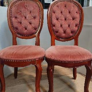 アンティークな椅子2脚セットでお売りします。