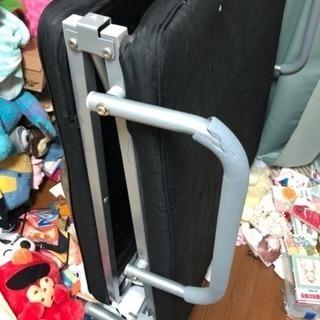 シングルベッド 折り畳めます 無料で運びます