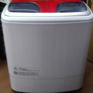 しっかり脱水までできる小さな二層式洗濯機