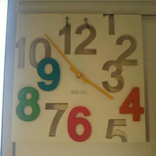 【4月28日まで】カラフルなデザイン時計
