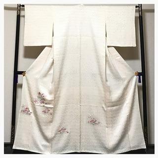 上質 正絹 逸品 付け下げ 刺繍 花模様 クリーム 袷 紋無 中古品