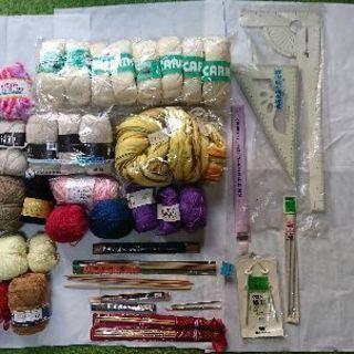 編み物用品、毛糸など。