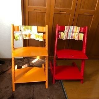 ストッケ 赤とオレンジの椅子