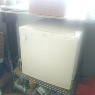 東芝小型冷蔵庫 取りに来て下さる方に差し上げます。