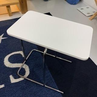 IKEAのソファテーブル