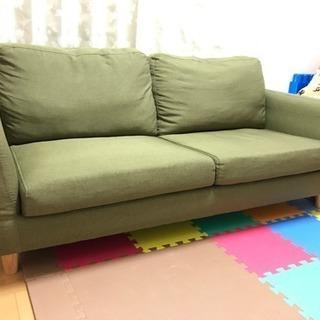 グリーンのかわいいソファー