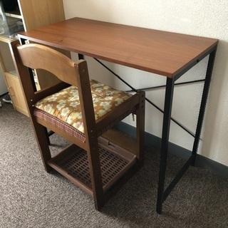 机と椅子は素晴らしいと非常に強い