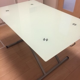 【お譲り先決定】◎ガラス製のダイニングテーブル◎
