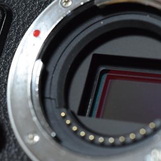 一眼レフカメラ、Olympus PEN Lite E-PL7と、電...
