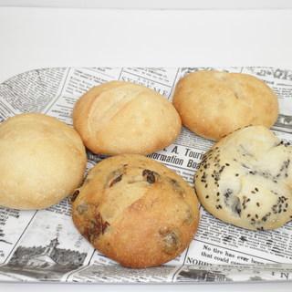 北海道小麦粉を使った天然酵母おうちパン・お菓子教室です。パンを手...