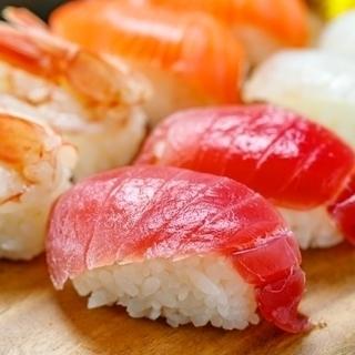 【18〜23時のお仕事】築地にあるお寿司屋さんでのホールスタッフ...